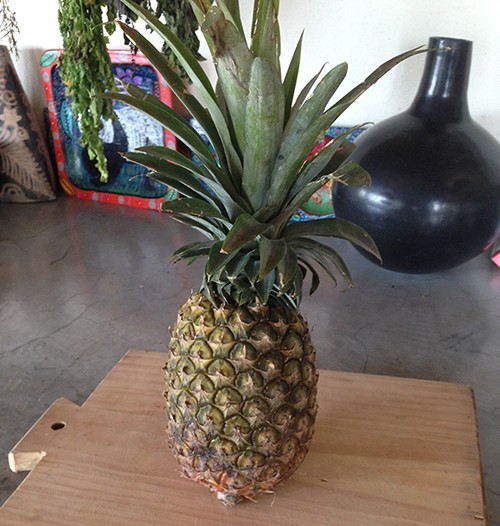 Raco-Life-How-To-Cut-A-Pineapple
